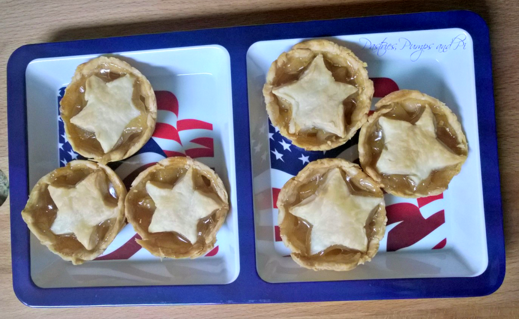 Easy Mini Apple Pies - Pastries, Pumps and Pi