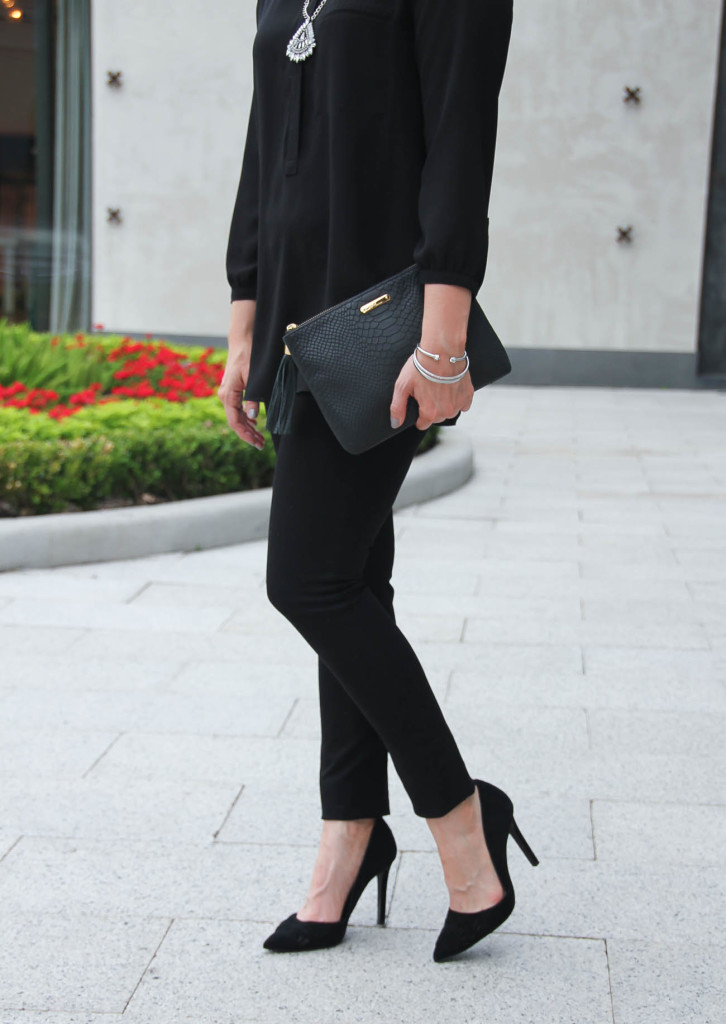 all-black-statement-necklace-dorsay-heels-skinny-jeans-houston-style-blogger